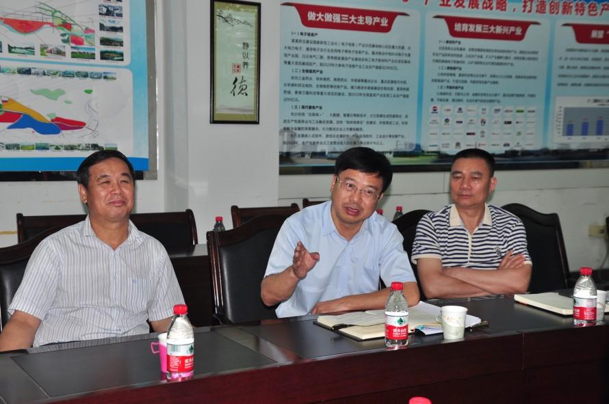 市人大代表七星代表小组组长、七星区委书记石玉琳作讲话_编辑.jpg
