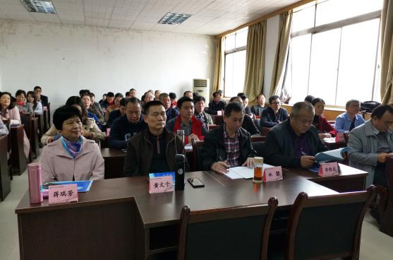 2.学员们培训学习课堂上.png