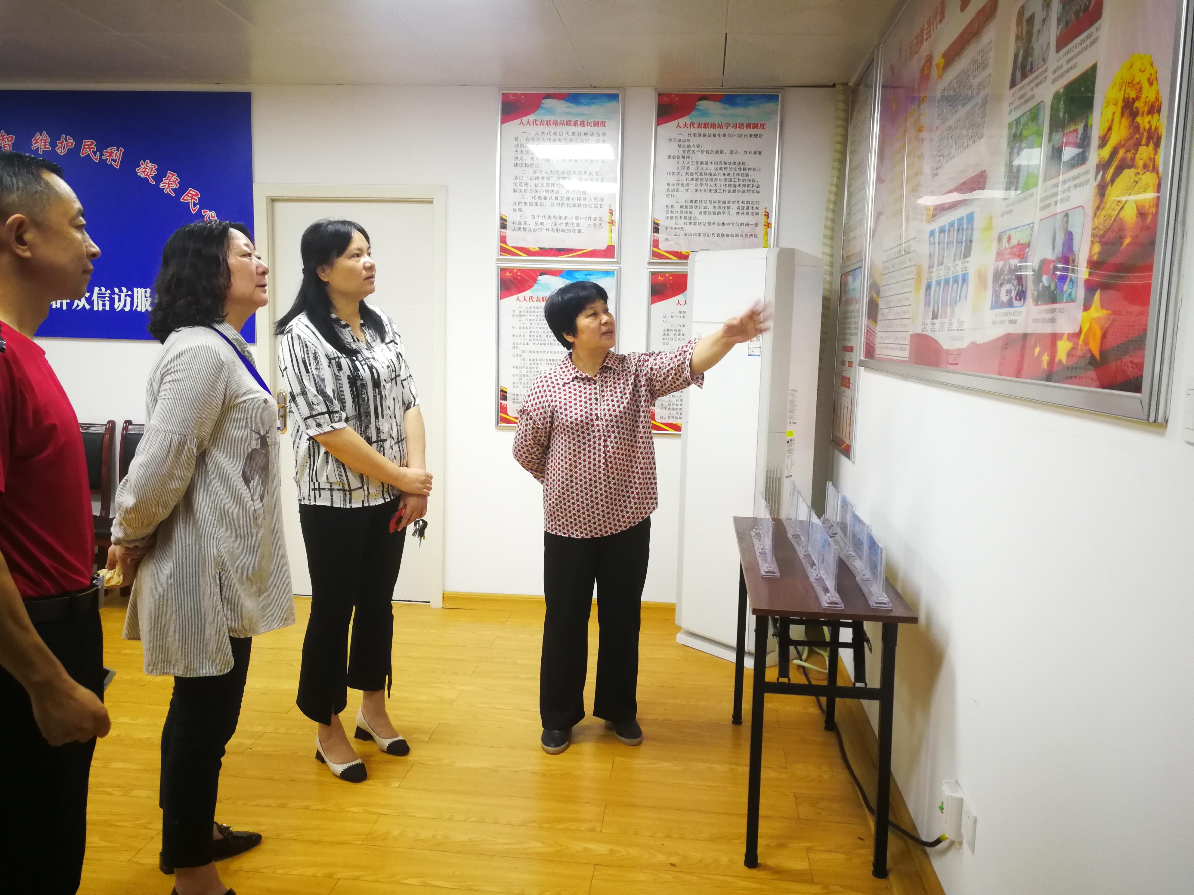 20210602(照片2)蒋瑞芳副主任深入六合社区开展党员心声大家谈主题活动.jpg